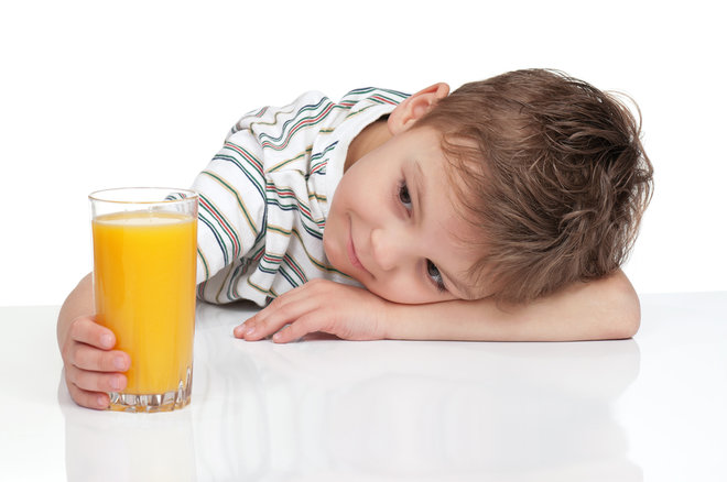 child-drinking-juice